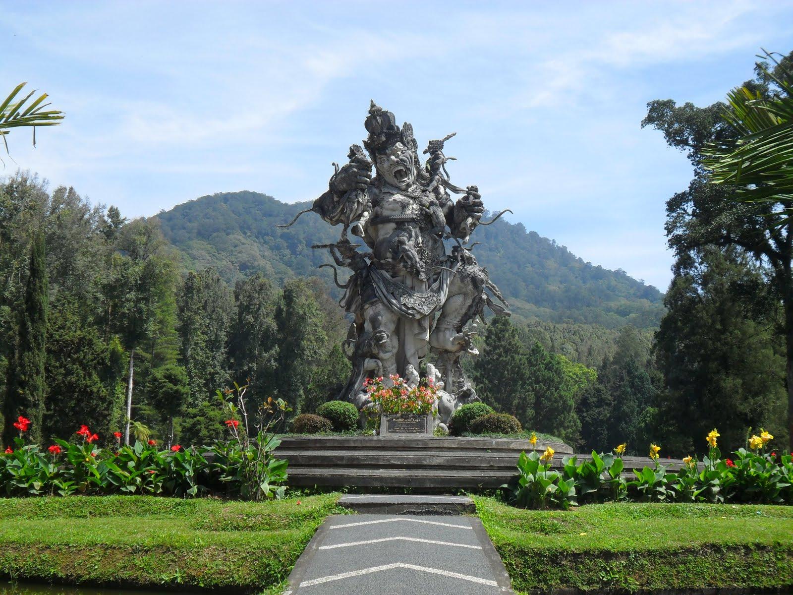 road-kumbakarna-laga-statues-bali-botanic-gardens-kandicuning-bedugul-bali-indonesia
